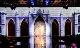 Himango 3D Media Facade Fashion Show